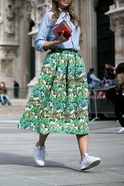 sneakers-autumn-fashion-week-street-style-vogue-vicki-archer-6