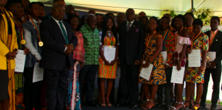 President Nana Addo Dankwa Akufo-Addo presented gold award medals and certificates to one hundred young people who have successfully completed the Gold Award level of the Head of State Award Scheme